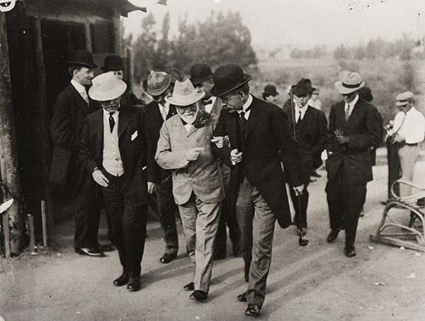 Andrew Carnegie and George Ellery Hale walk arm-in-arm, 1910